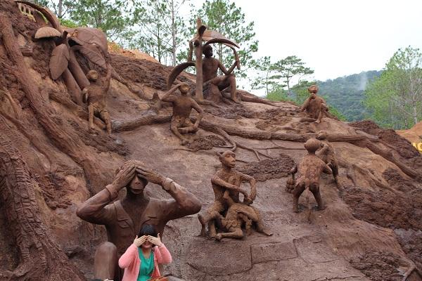 Đường hầm điêu khắc Đà Lạt tên gì?