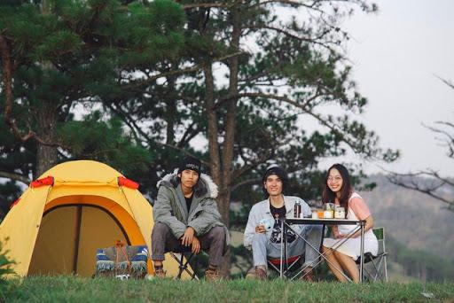 cắm trại trên đồi.